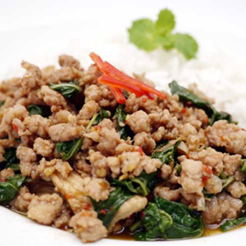 ข้าวผัดกระเพราราดข้าว<br>Cơm thịt heo xào lá hương nhu<br>Spicy fired chicken with basil leaves over rice