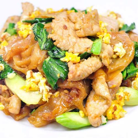 ผัดซีอิ๊ว <br>Pad see ew <br>Fried noodle with pork