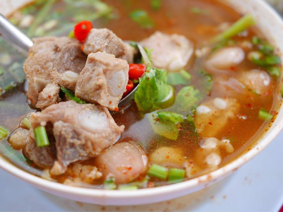 [S3]  TOMYUM GIÒ HEO <br> Tom Yum with pork trotters <br> ต้มยำขาหมู