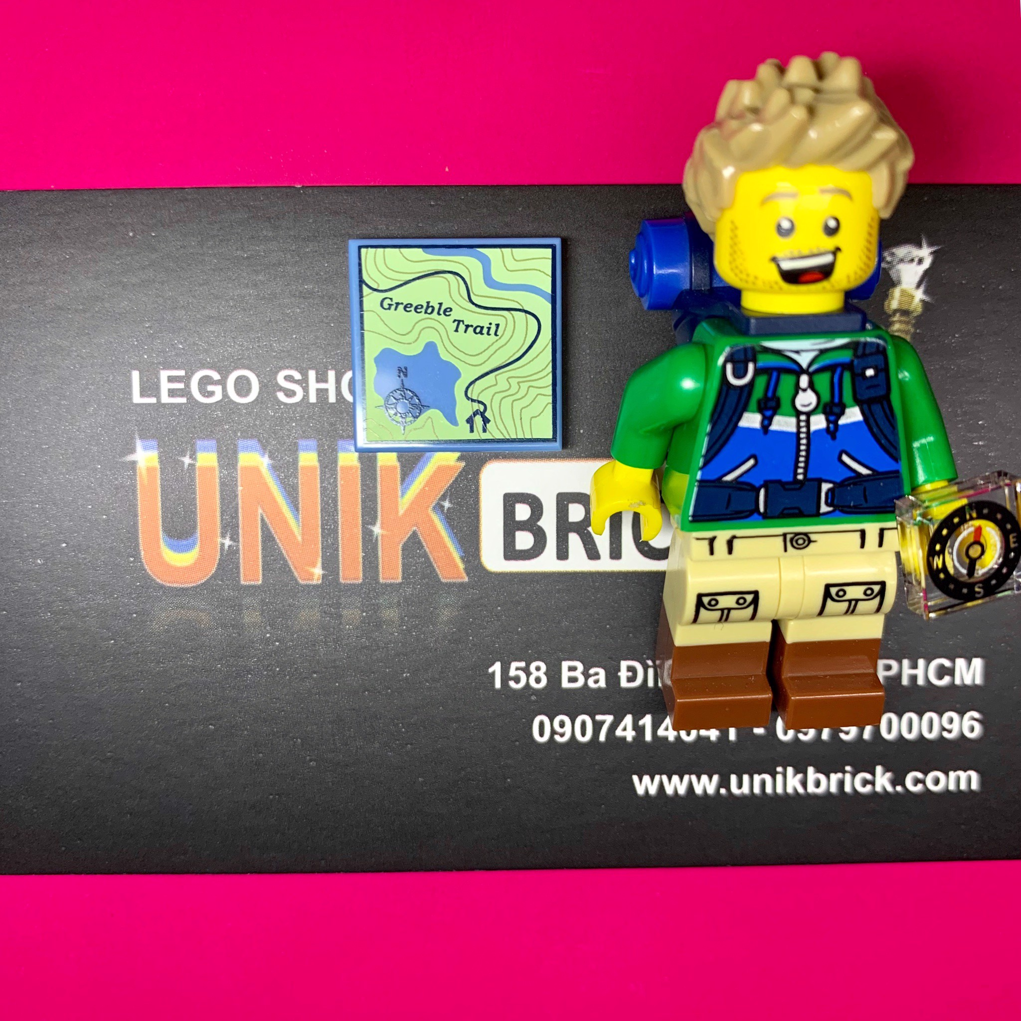 Lego Hiker trong Minifigures Series 16
