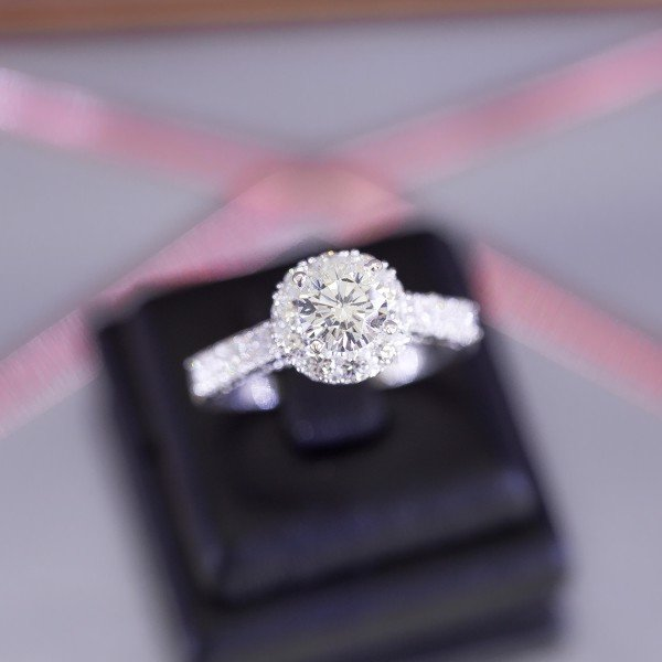 Nhẫn Premium Diamond Round Stone Line (Dot Side)