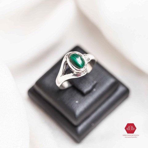 Nhẫn đá Emerald - Oval Snack Eye Stone