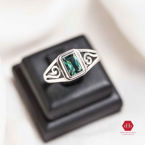 Nhẫn đá Emerald - Rectangle Stone Basic Curvy Line