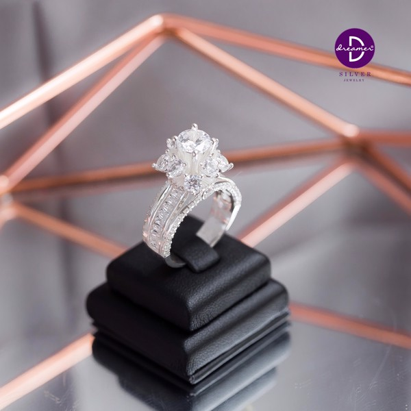 Nhẫn Premium Queen Flower Diamond