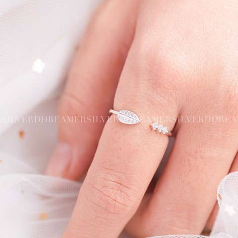 Nhẫn Round Leaf & 3 Stones (Freesize) Ring