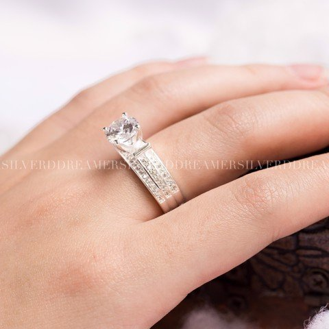 Nhẫn Premium Diamond 3 Square Ribbon Line