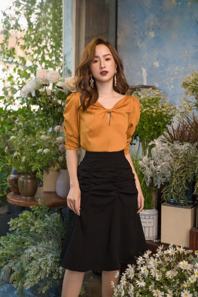 Line Ruching Black Skirt