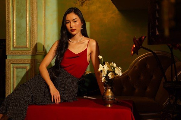 Áo đỏ cổ đổ Loose Neck Camisole in Red