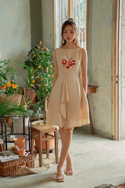 Spicy Cream Embro Dress