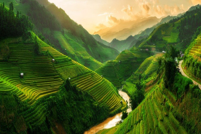 CHARMING NORTHERN AND CENTRAL VIETNAM