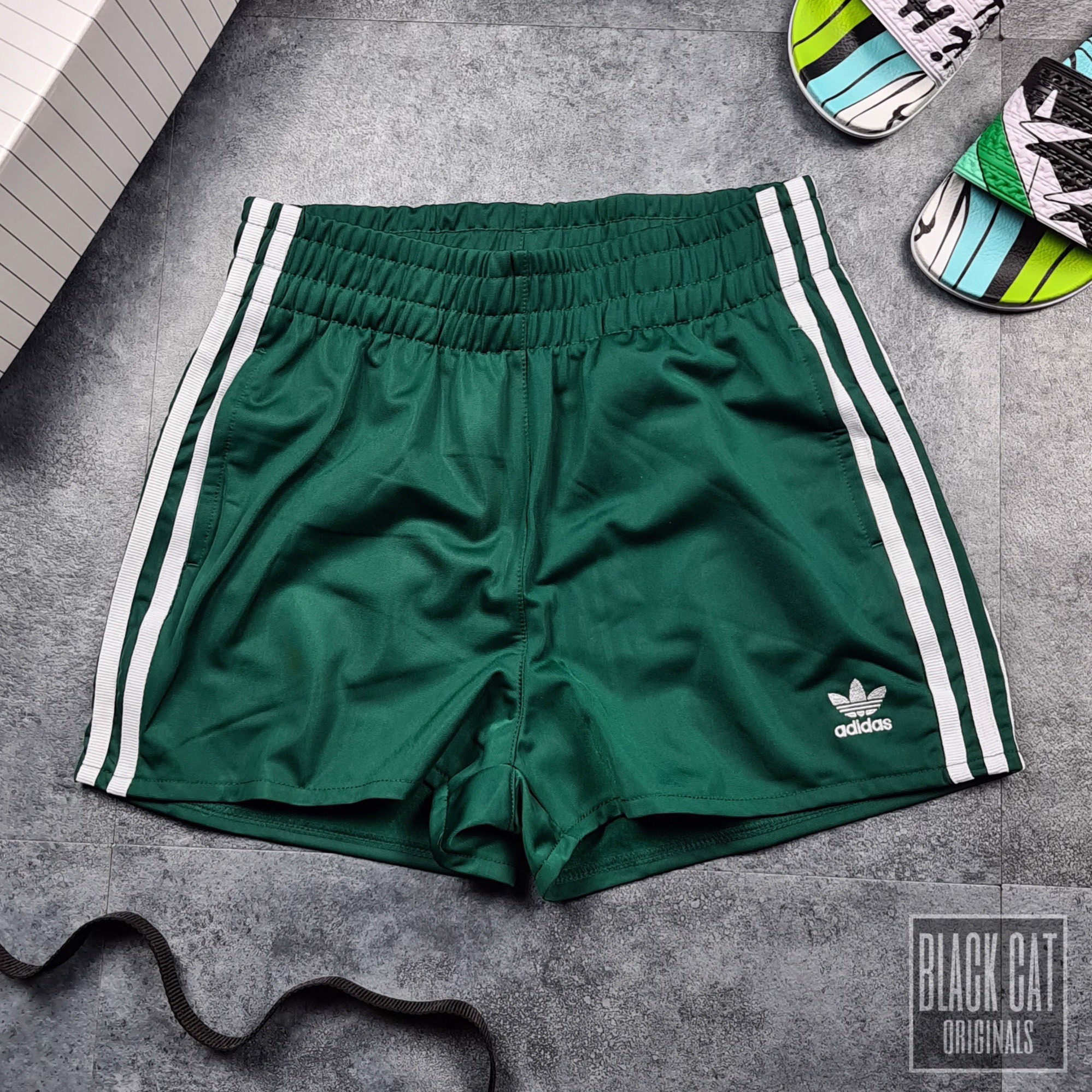 Short Das 3 Stripes Green