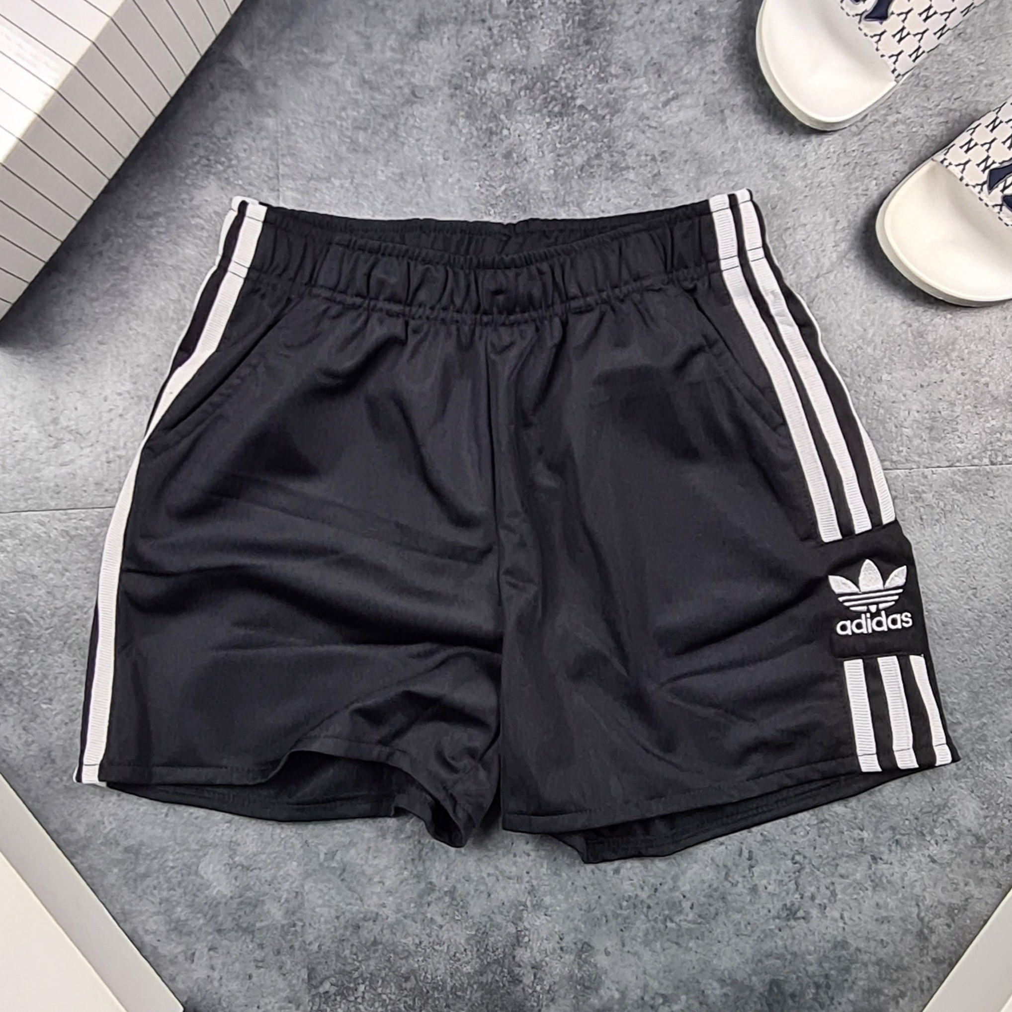 Short Das 3stripes