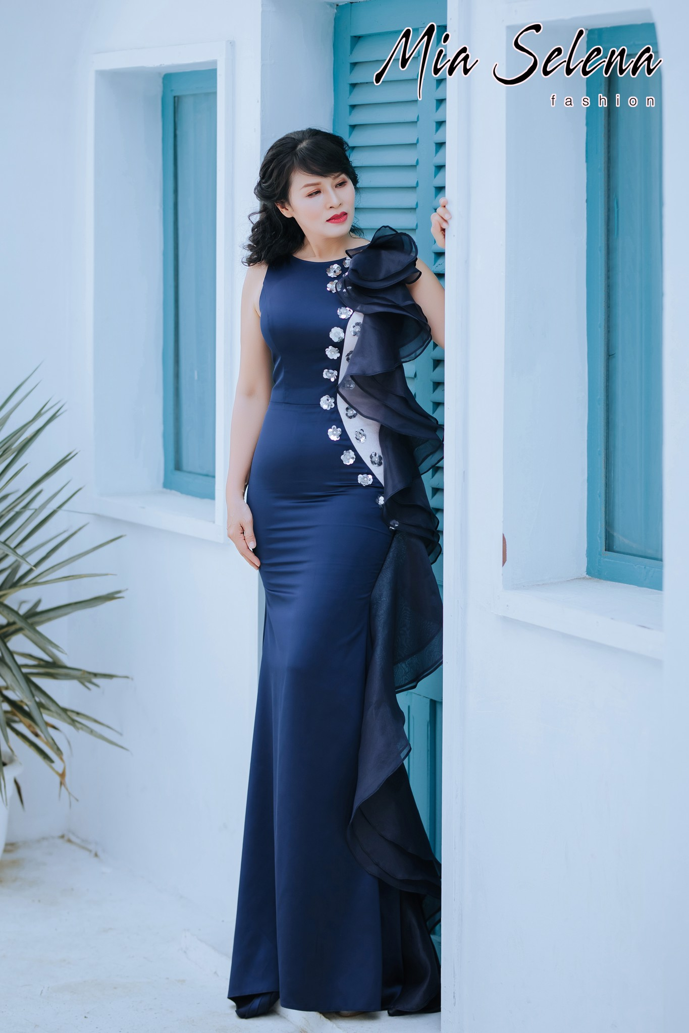 Đầm dạ hội trung niên Mia Selena phối bèo trẻ trung (Xanh đậm)
