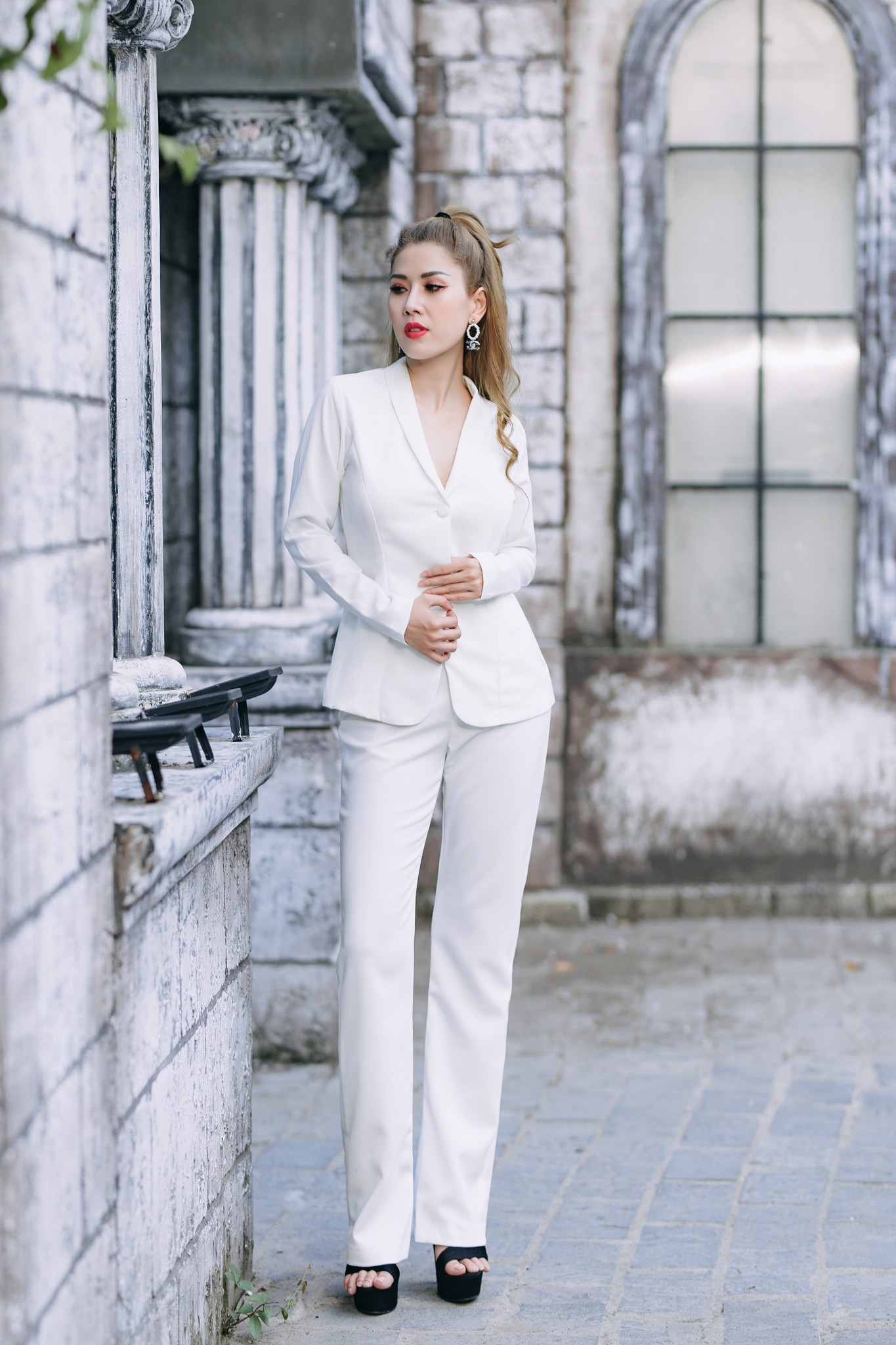 Bộ vest Mia Selena thiết kế hai nút dọc bọc trẻ trung (Trắng)
