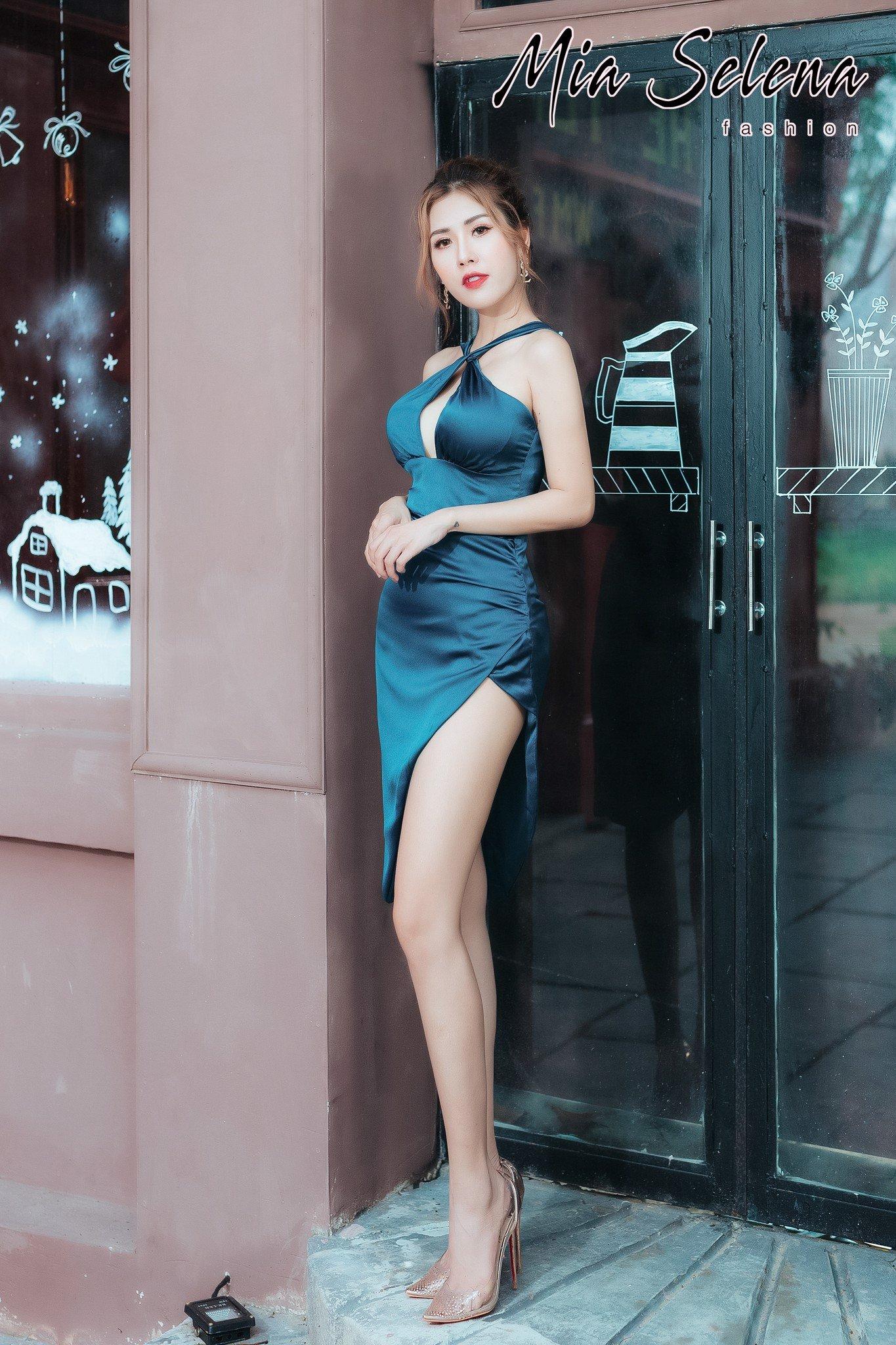 Đầm dự tiệc Mia Selena thiết kế hở ngực cổ yếm gợi cảm (Xanh-dương)