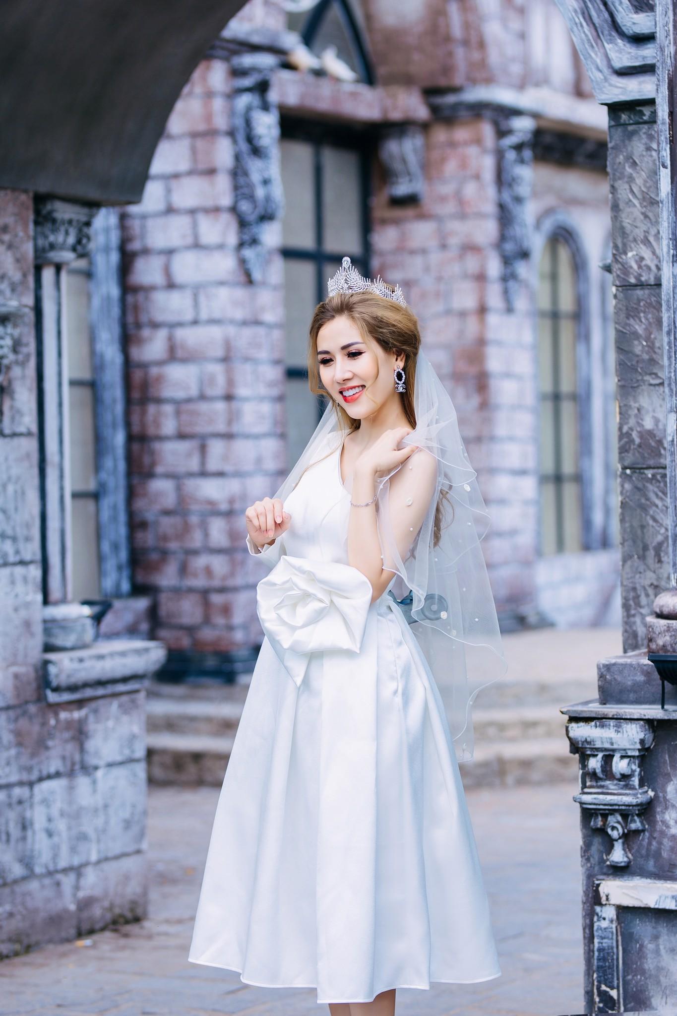 Đầm cưới Mia Selena thiết kế một tay dài hoa một bên tuyệt đẹp (Trắng)