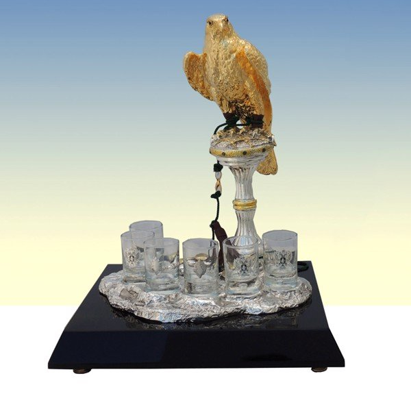 Tượng Golden Falcon On Silver Stand With Coffee Cups