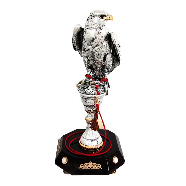 Tượng Silver Falcon On Antique Finishing Stand With Maroon Base