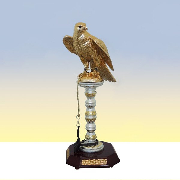 Tượng Gold Falcon Silver Stand With Swar With Maroon Base