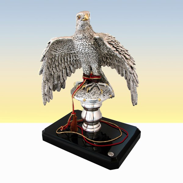 Tượng Falcon On Small Stand