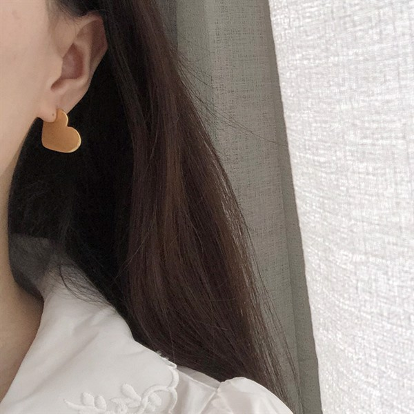 Golden Heart Earrings 02