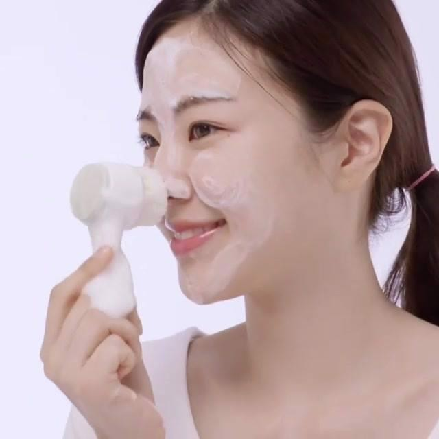 Cọ rửa mặt Innisfree Dual Pore Cleansing Brush