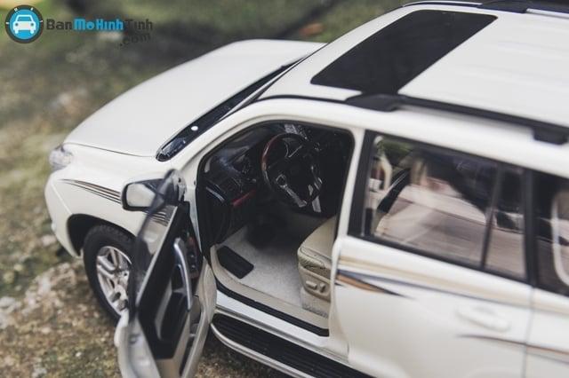 Mô hình xe ô tô XE TOYOTA PRADO