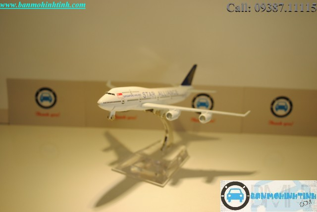 Mô Hình máy bay B747 Singapore Airline Star Alliance Everfly 16cm