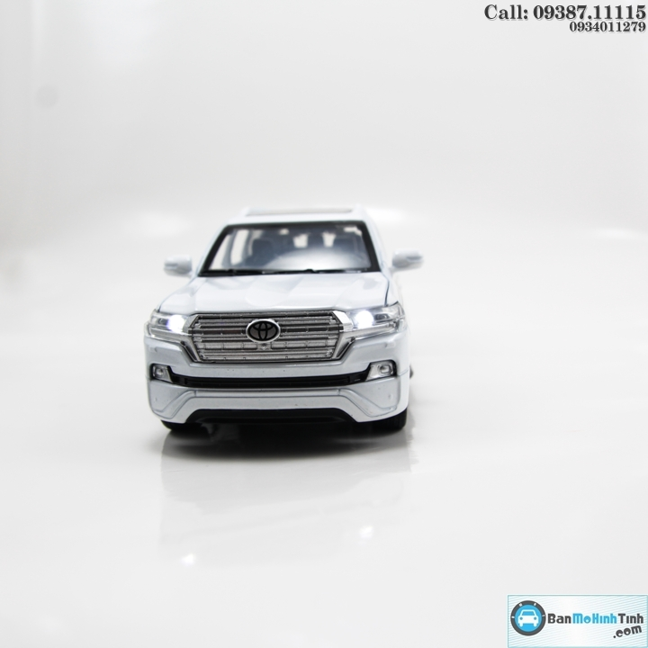 MO-HINH-O-TO-TOYOTA-LAND-CRUISER-2019-4WD-V8-WHITE