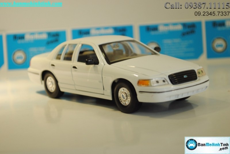 MÔ HÌNH 1999 FORD CROWN VICTORIA WHITE 1:24 WELLY