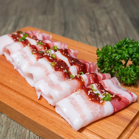 Thịt ba rọi cuộn sốt tương ớt - Bacon roll with red chili paste