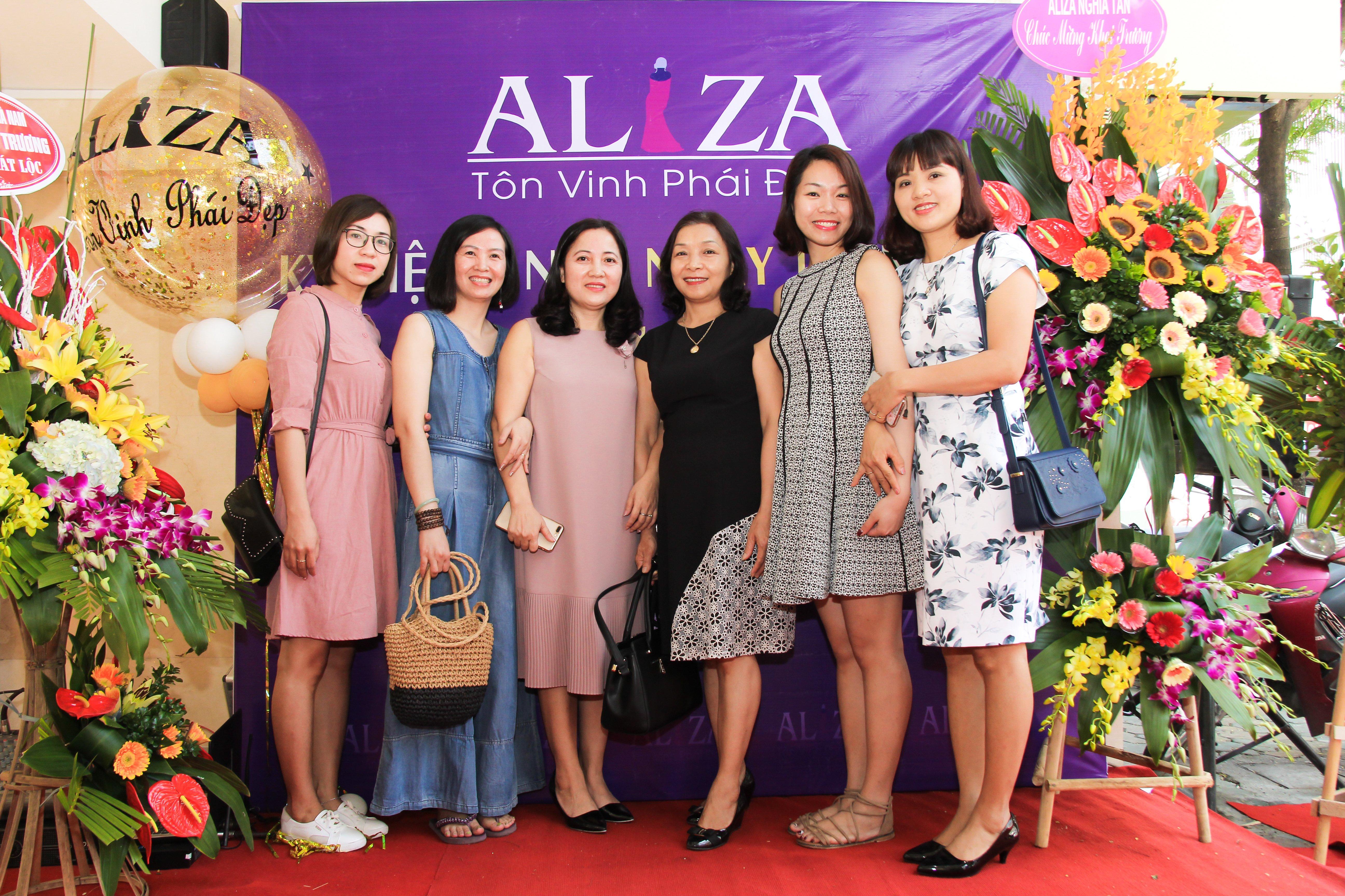 Aliza tưng bừng khai trương SR 75 Khâm Thiên 5
