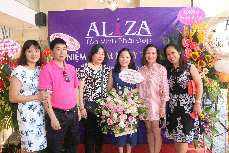 Aliza tưng bừng khai trương SR 75 Khâm Thiên 8