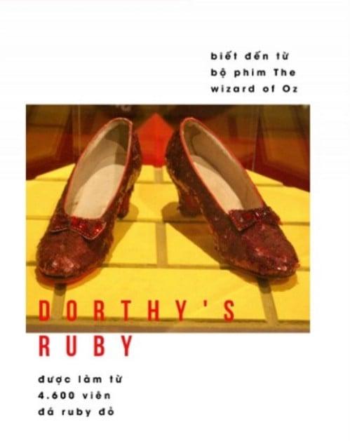 Có cả 1 tủ giày nhưng công nương Kate Middleton vẫn chỉ trung thành với đôi giày này mà thôi - Ảnh 3.