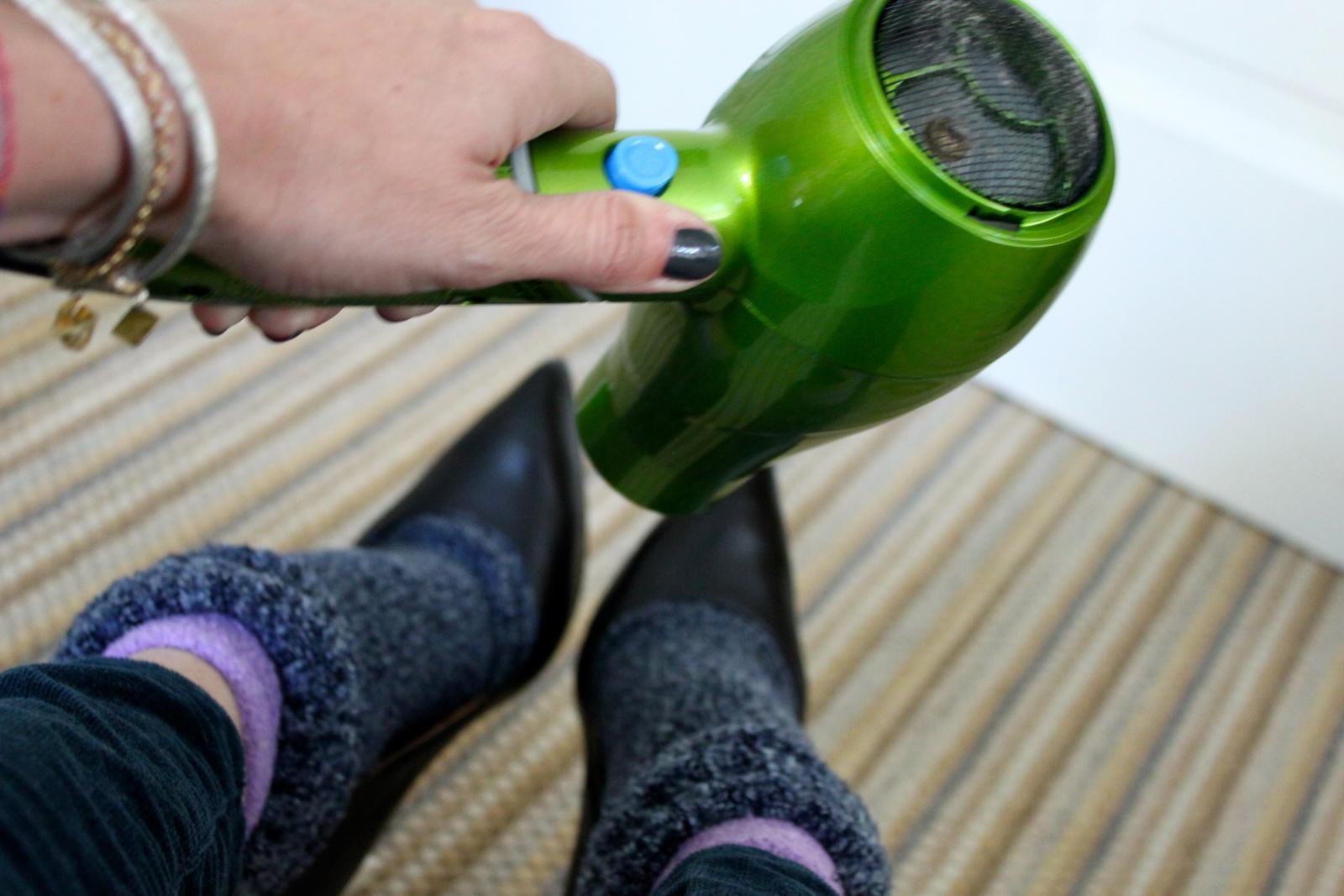 mẹo chữa giày chật