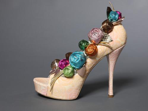 Giày cao 30cm thách thức bà Becks? - 8