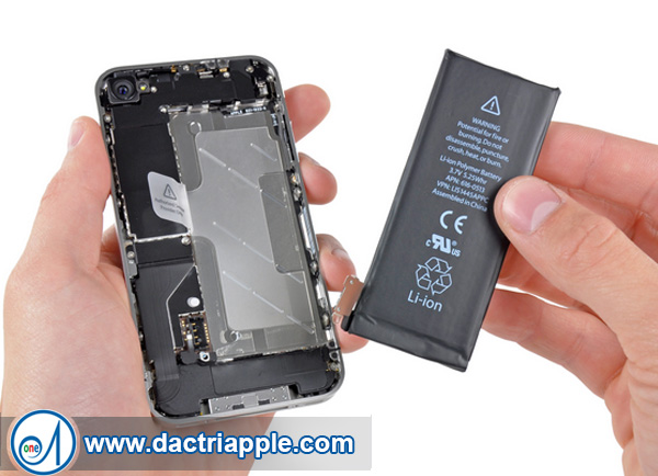 Thay pin iPhone 4 quận 2