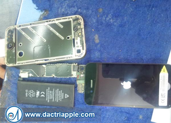 Thay pin iPhone 4 quận Tân Bình