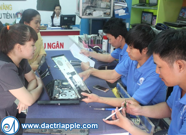 Thay pin iPhone 4 quận 12