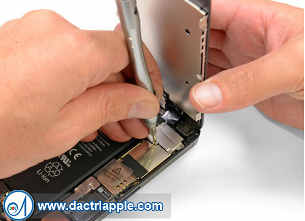 Thay pin iPhone 4s quận 6