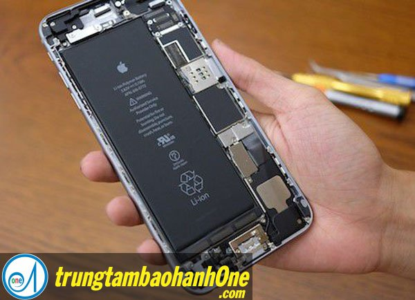 Thay pin iPhone 7 quận 8