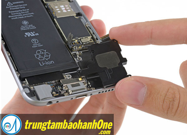 Thay pin iPhone 7 quận 3