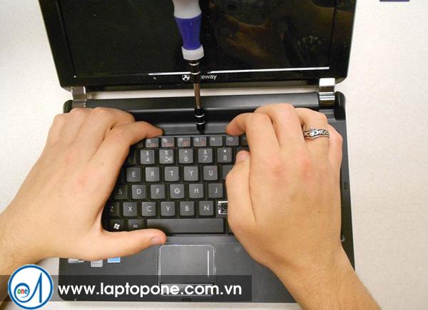 Sửa laptop Gateway UC7802v MT6920 MT6840 quận 3
