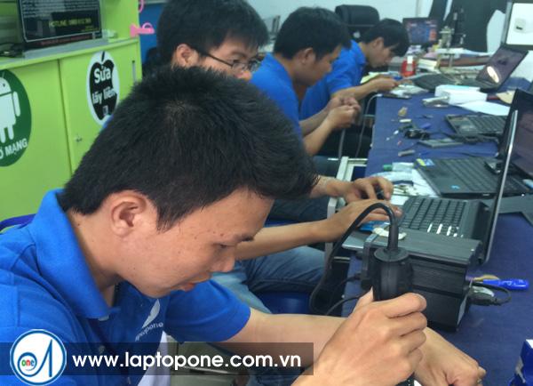 Sửa laptop Sony SVF15 - 213 CX hư ổ cứng giá rẻ