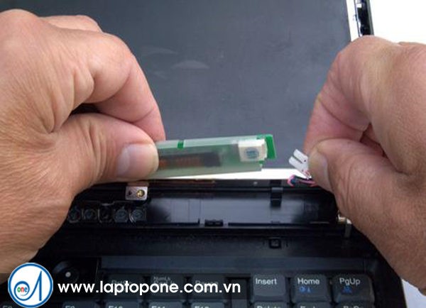 Sửa màn hình laptop lấy liền giá rẻ