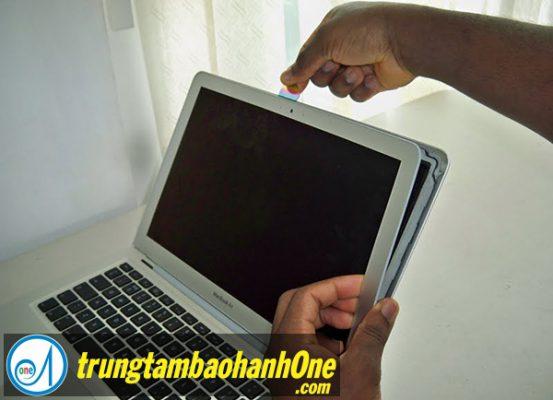 Thay mặt kính màn hình Macbook Pro