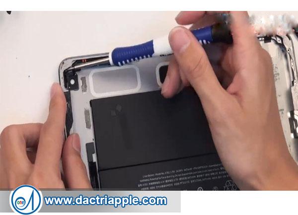 Thay nút nguồn iPad Mini 2