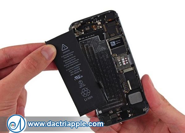Thay pin iPhone 4 quận Bình Tân