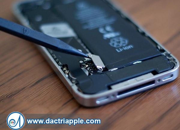 Thay pin iPhone 4 quận Thủ Đức