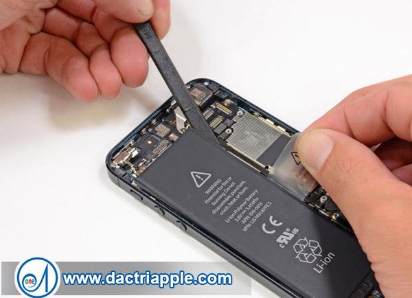 Thay pin iPhone 4 giá bao nhiêu
